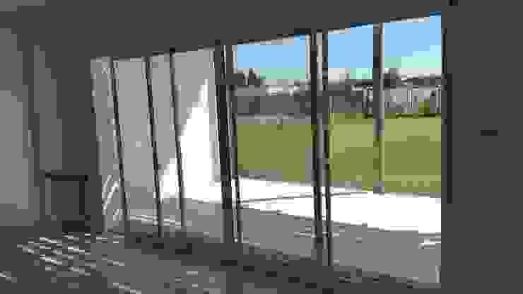 Modern windows & doors by Estudio Victoria Suriguez Modern