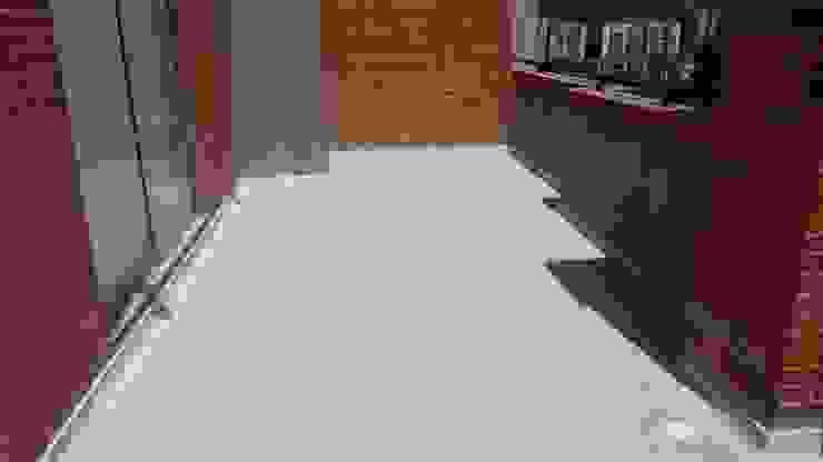 CELIS & CELIS INGENIEROS CONSTRUCTORES S.A.S Modern balcony, veranda & terrace