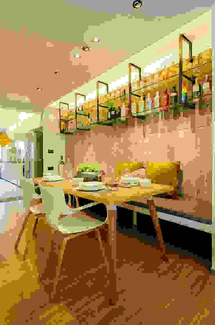 Design & Build Project: Resale HDB Apt @ Serangoon Ave 3 Scandinavian style dining room by erstudio Pte Ltd Scandinavian