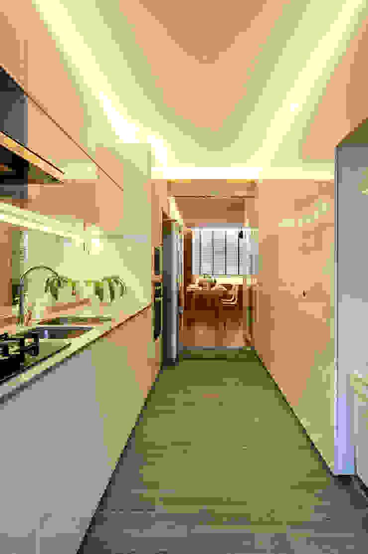 Design & Build Project: Resale HDB Apt @ Serangoon Ave 3 Scandinavian style kitchen by erstudio Pte Ltd Scandinavian