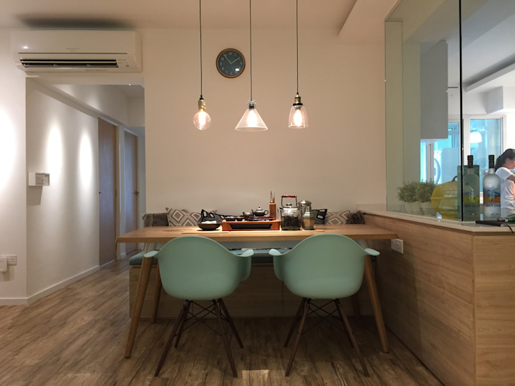 Design & Build: New HDB @ Sumang Link (Eclectic) Eclectic style dining room by erstudio Pte Ltd Eclectic