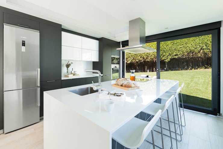 Built-in kitchens by Santiago Interiores - Cocinas Santos, Modern