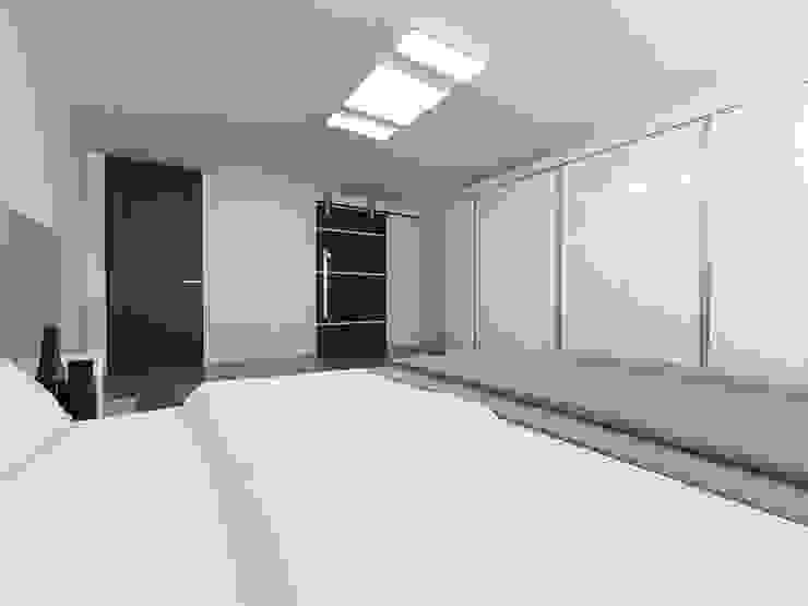 노후된 주택 리모델링 디자인-부부침실 디자인 모던스타일 미디어 룸 by 디자인 이업 모던 우드 + 플라스틱