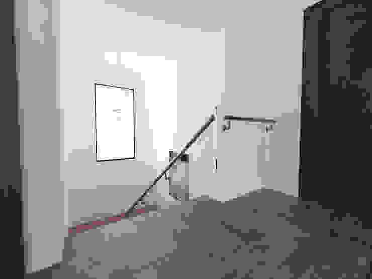 노후된 주택 리모델링 디자인-계단 디자인 모던스타일 복도, 현관 & 계단 by 디자인 이업 모던 금속