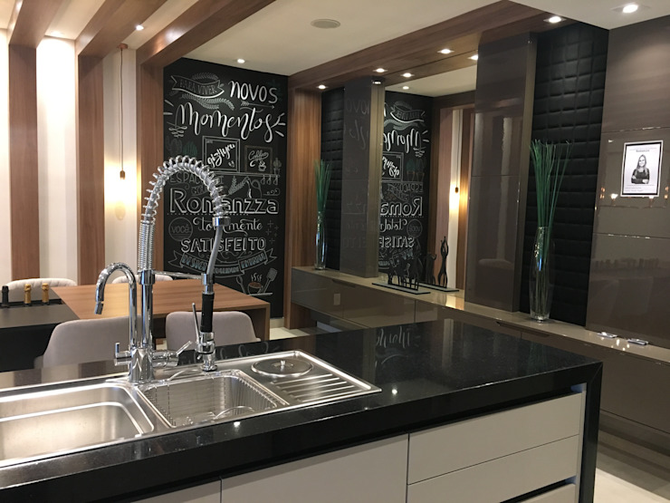 Modern kitchen by Jacqueline Fumagalli Arquitetura & Design Modern