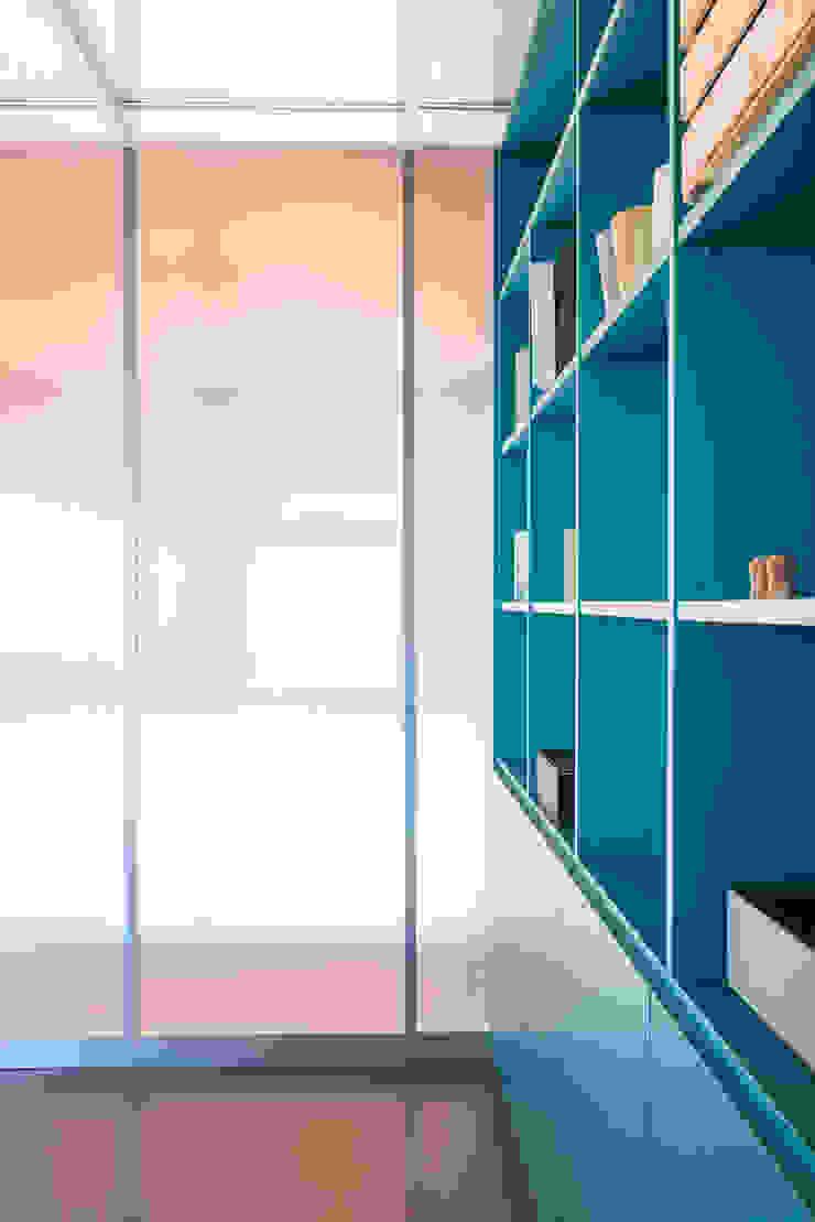UNO8A Minimalist study/office Glass Transparent