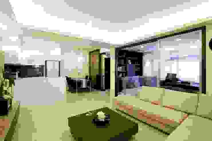 開放的公用空間配置 根據 Hi+Design/Interior.Architecture. 寰邑空間設計 隨意取材風