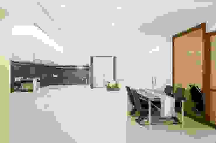 廚房&餐廳 根據 Hi+Design/Interior.Architecture. 寰邑空間設計 隨意取材風
