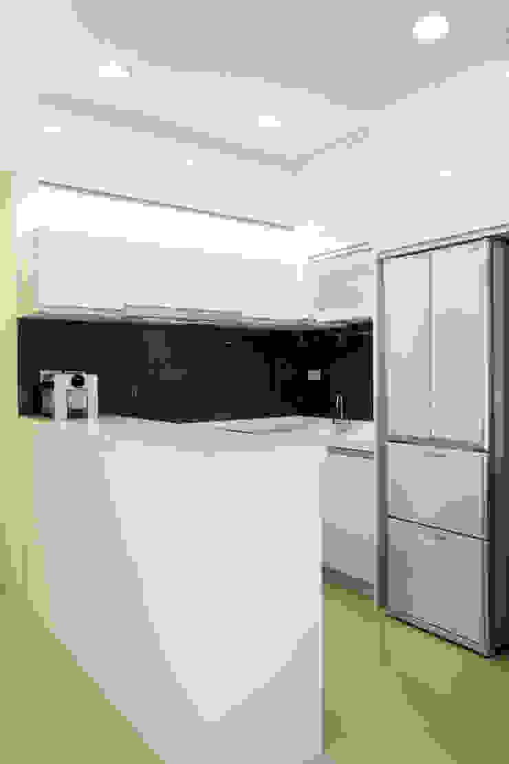 廚房 根據 Hi+Design/Interior.Architecture. 寰邑空間設計 隨意取材風