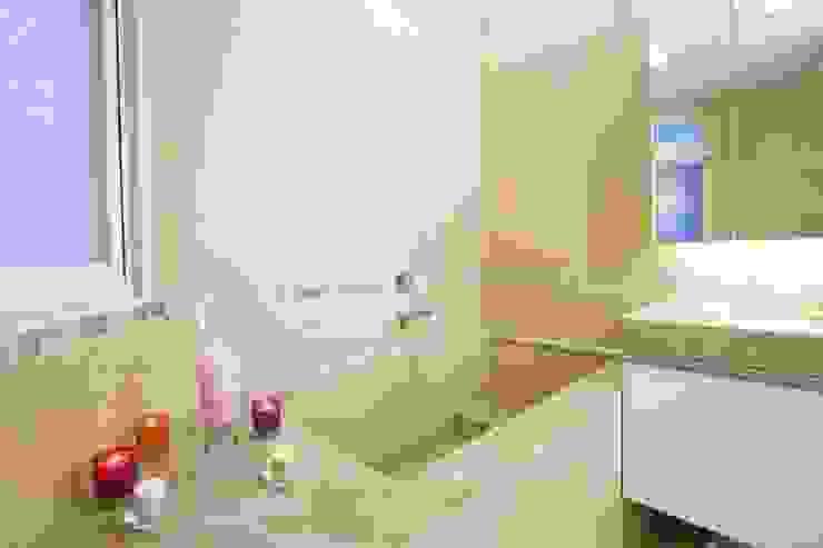 主浴室-1 根據 Hi+Design/Interior.Architecture. 寰邑空間設計 隨意取材風