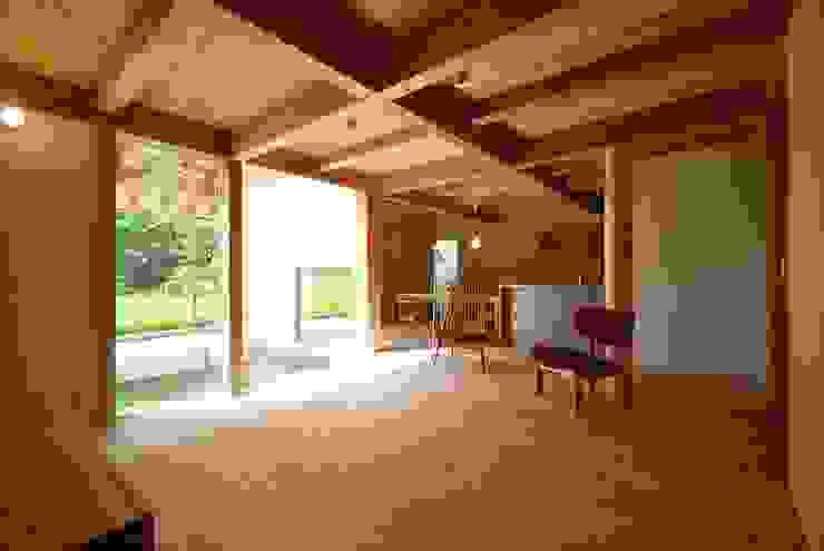 Ruang Keluarga by 神谷建築スタジオ
