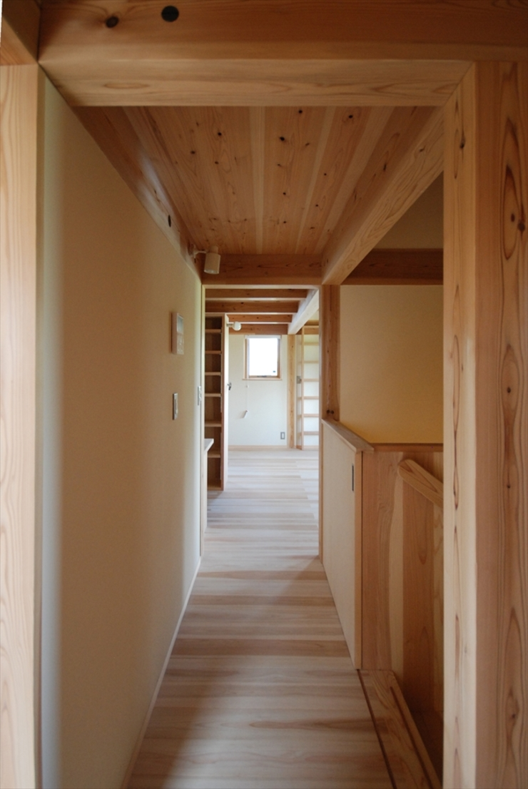 Eclectic style corridor, hallway & stairs by 神谷建築スタジオ Eclectic