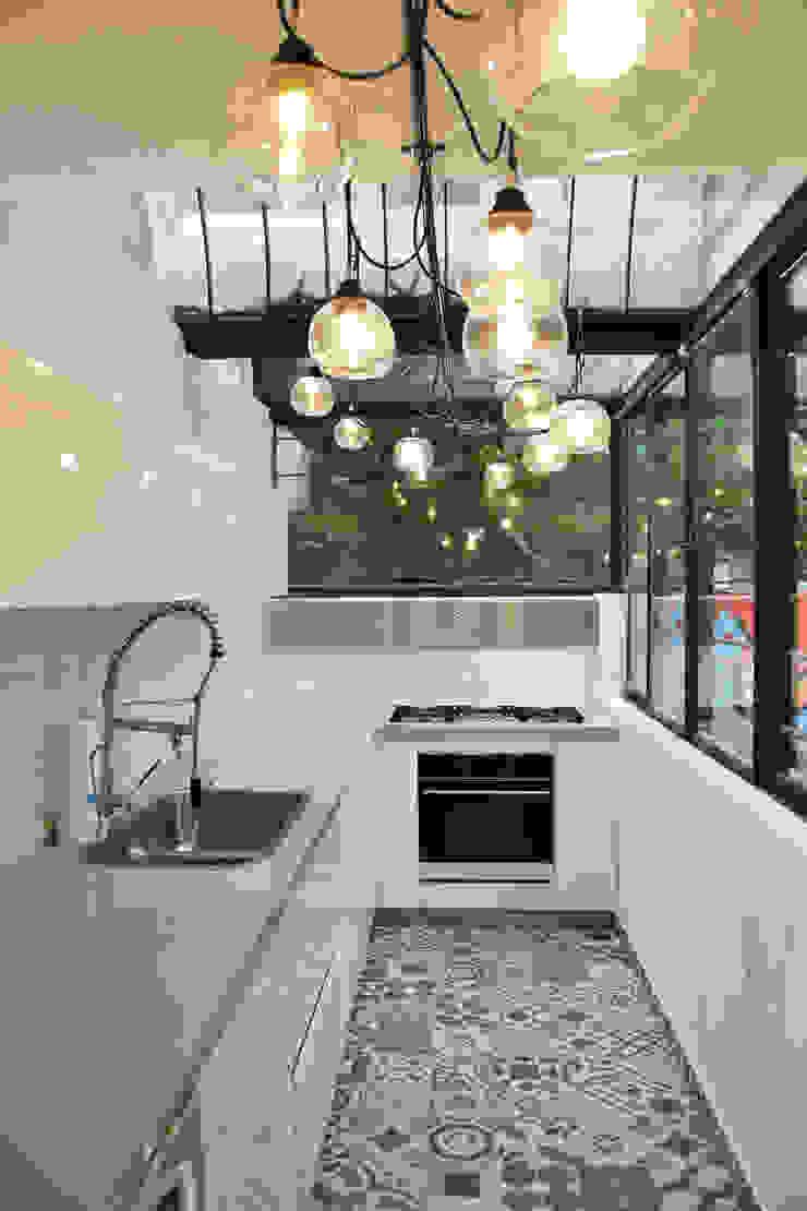 Nhà bếp phong cách chiết trung bởi ESTUDIO DUSSAN Chiết trung