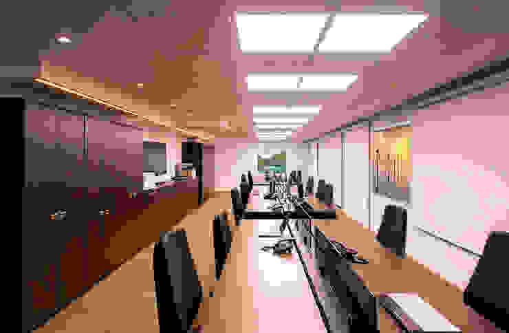 SET Arquitetura e Construções Ruang Komersial Modern