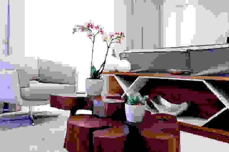 Haus Brasil Arquitetura e Interiores Rustic style living room Grey
