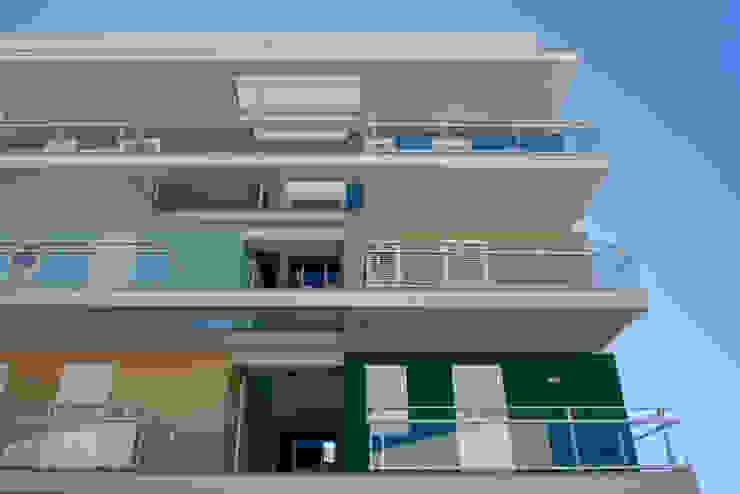 Casas multifamiliares de estilo  de studio di architettura Antonio Giummarra