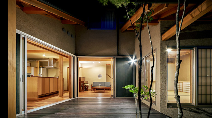 コート 夜景 モダンな 家 の 竹内建築設計事務所 モダン
