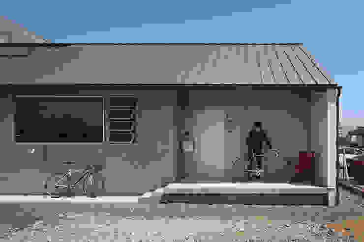現代房屋設計點子、靈感 & 圖片 根據 株式会社 神成建築計画事務所 現代風