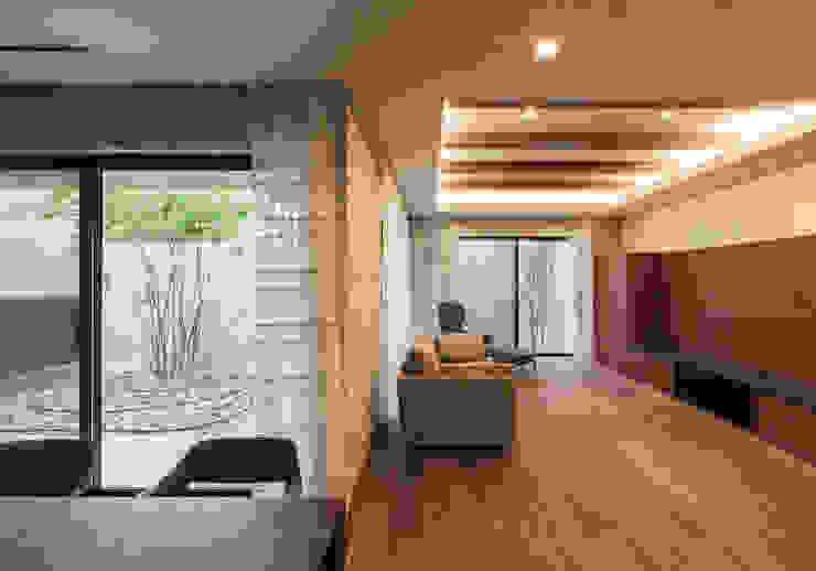 Salas de estilo moderno de Architet6建築事務所 Moderno Piedra