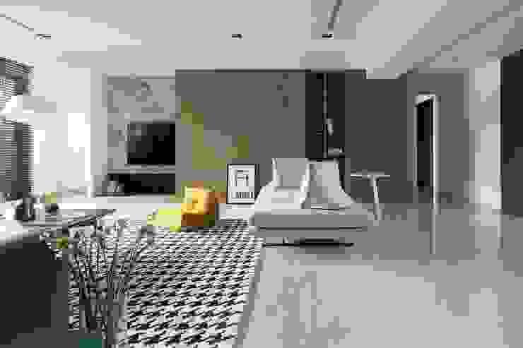 國泰森林苑T宅 现代客厅設計點子、靈感 & 圖片 根據 Ho.space design 和薪室內裝修設計有限公司 現代風