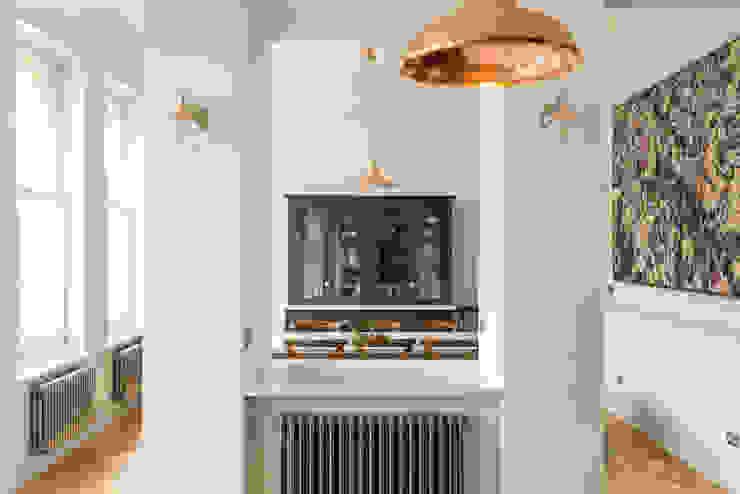 The Crystal Palace Kitchen by deVOL deVOL Kitchens Aneks kuchenny Niebieski