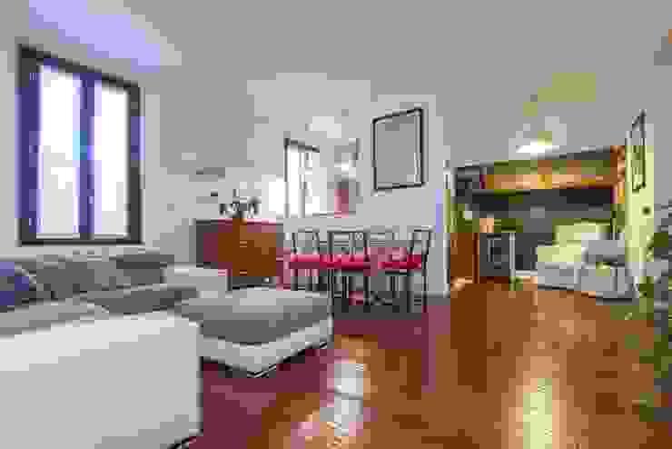 现代客厅設計點子、靈感 & 圖片 根據 Laura Galli Architetto 現代風