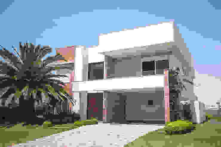 Modern houses by Arquiteto Vinicius Vargas Modern