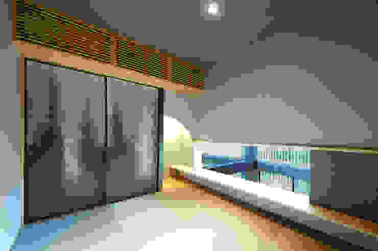 吹抜けを見下ろす和室 TERAJIMA ARCHITECTS/テラジマアーキテクツ モダンデザインの 多目的室