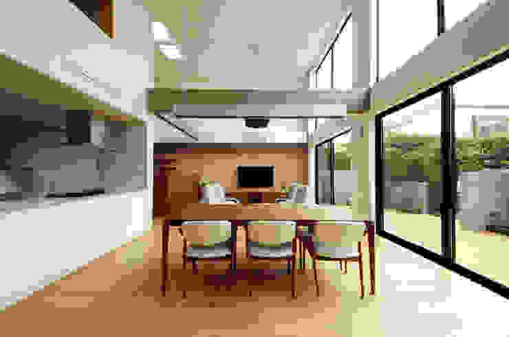 Ruang Keluarga oleh TERAJIMA ARCHITECTS, Modern