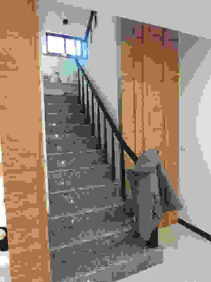 鄉景-李公館 現代浴室設計點子、靈感&圖片 根據 伊梵空間規劃設計 現代風