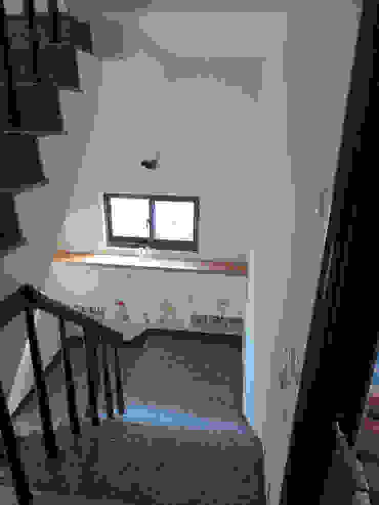 鄉景-李公館 現代風玄關、走廊與階梯 根據 伊梵空間規劃設計 現代風