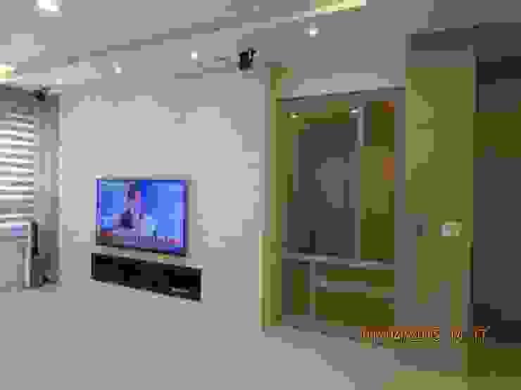禾雅內-蔡公館 现代客厅設計點子、靈感 & 圖片 根據 伊梵空間規劃設計 現代風