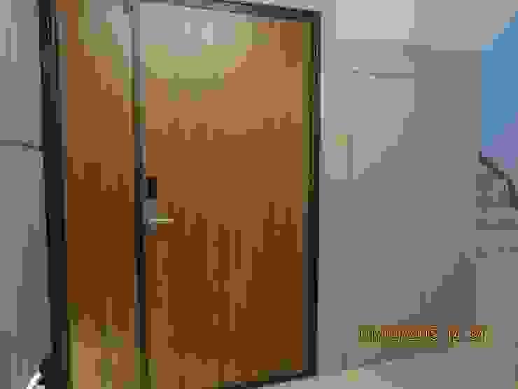 禾雅內-蔡公館 現代風玄關、走廊與階梯 根據 伊梵空間規劃設計 現代風