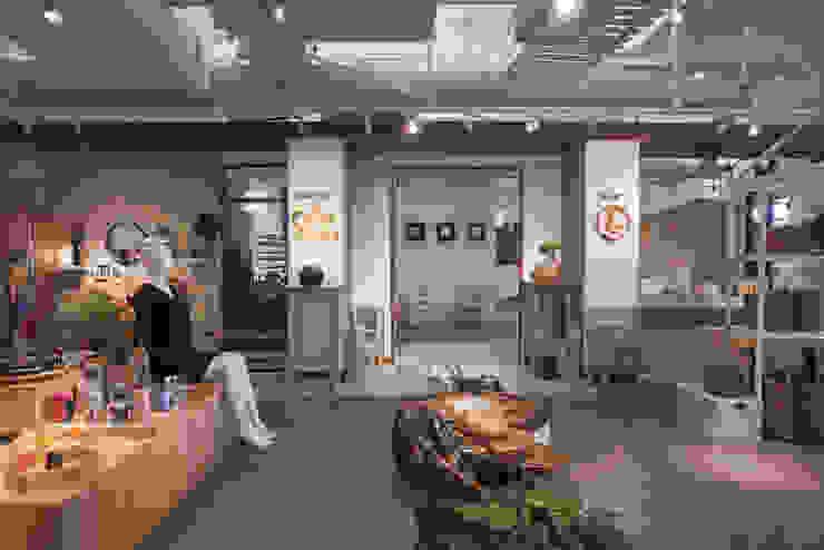 The Onnie Studio Kantor & Toko Modern Oleh EIGHT IDEA Modern