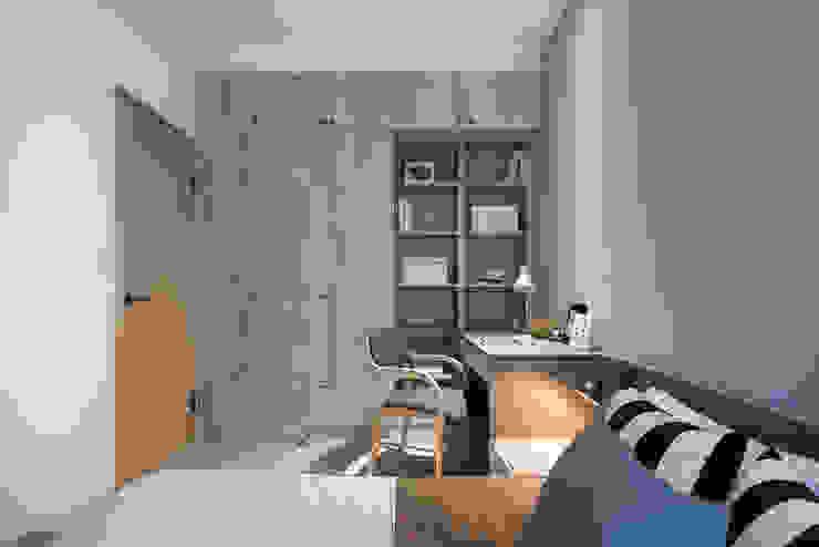 Skandinavische Schlafzimmer von 寓子設計 Skandinavisch Sperrholz