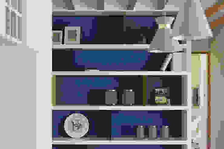 溫.沐光 斯堪的納維亞風格的走廊,走廊和樓梯 根據 寓子設計 北歐風