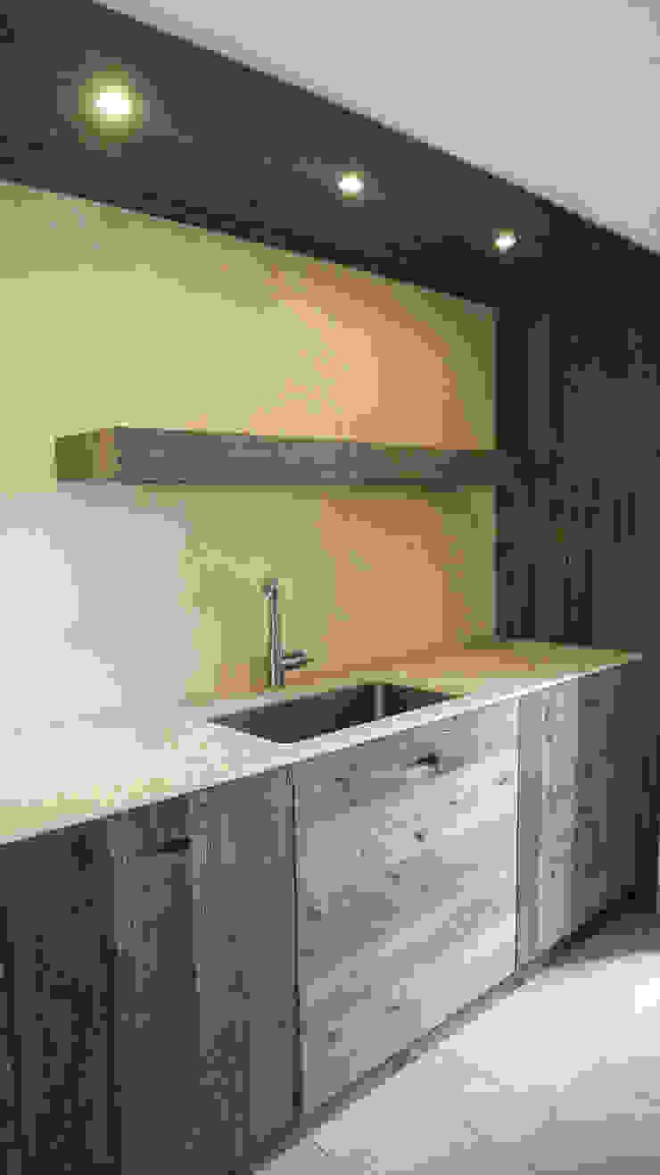 Design and functionality in your kitchen di RI-NOVO Rurale Legno Effetto legno