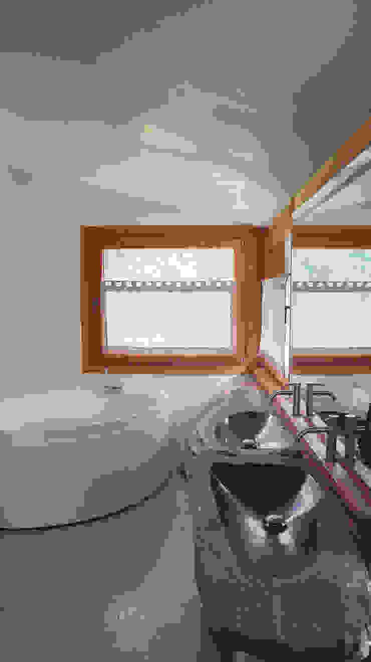 Design and functionality in your kitchen di RI-NOVO Moderno Pietra
