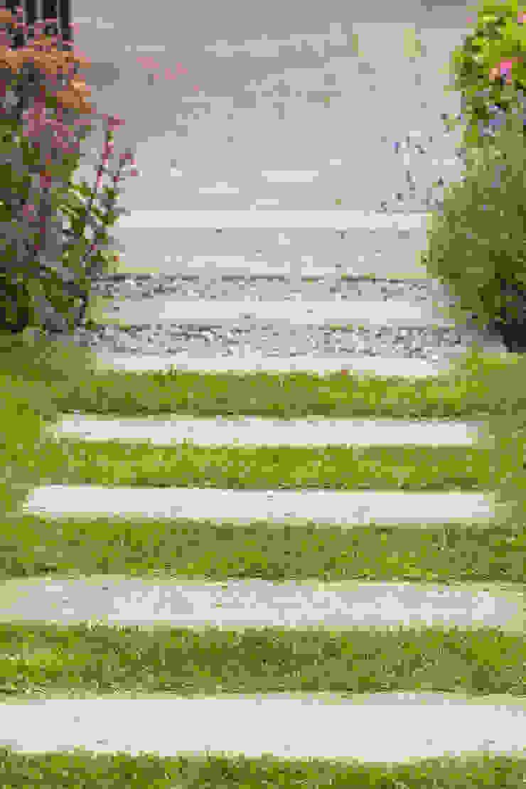 Tuingeluk met schanskorven van Dutch Quality Gardens, Mocking Hoveniers
