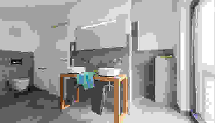 Ванные комнаты в . Автор – KitzlingerHaus GmbH & Co. KG,