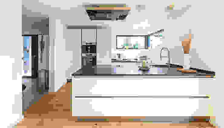 Встроенные кухни в . Автор – KitzlingerHaus GmbH & Co. KG,