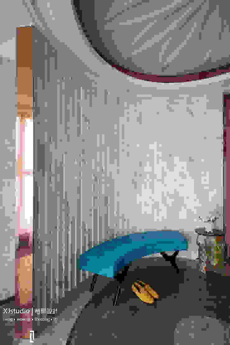 Koridor & Tangga Modern Oleh 相即設計室內裝修有限公司 Modern