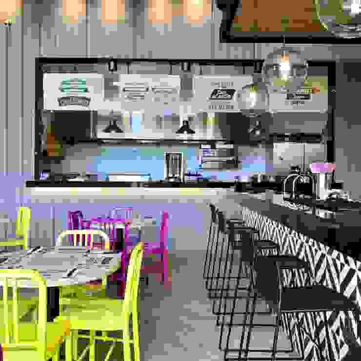 Cocina abierta y barra bar de Ecologik Moderno