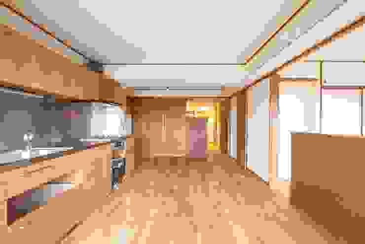Modern kitchen by 千田建築設計 Modern Wood Wood effect