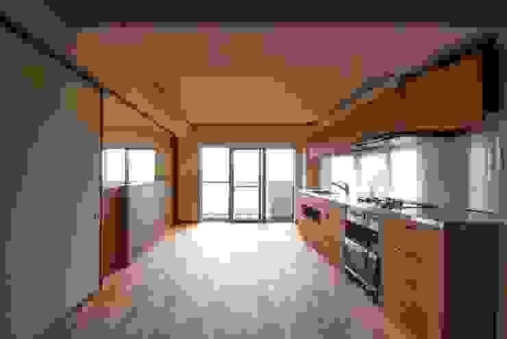 Modern dining room by 千田建築設計 Modern Wood Wood effect
