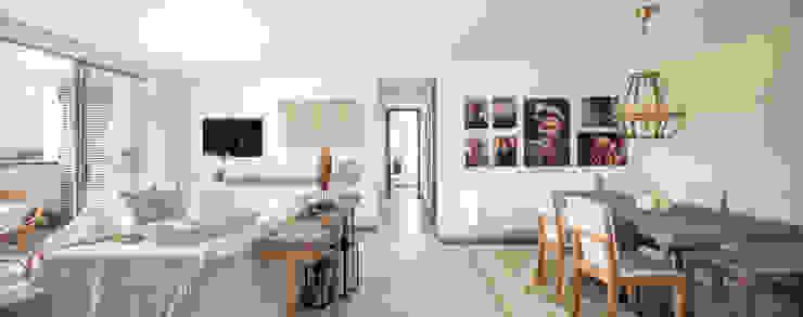 Salas de estar mediterrâneas por Maria Mentira Studio Mediterrâneo