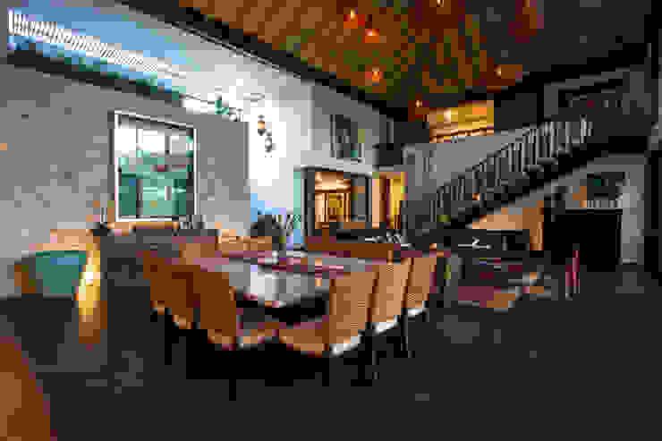 Ancona + Ancona Arquitectos Tropical style dining room