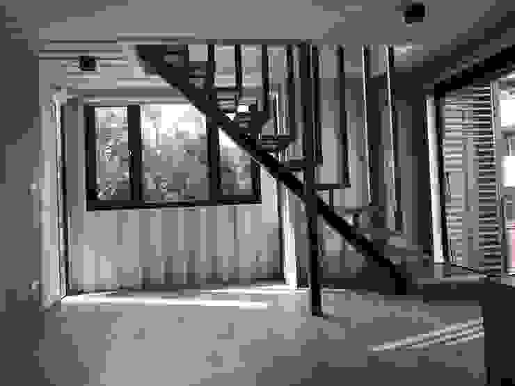 Living room by 石方室內裝修有限公司, Industrial