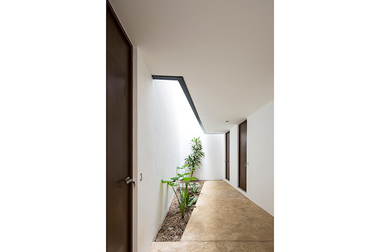 P11 ARQUITECTOS Pasillos, vestíbulos y escaleras de estilo moderno
