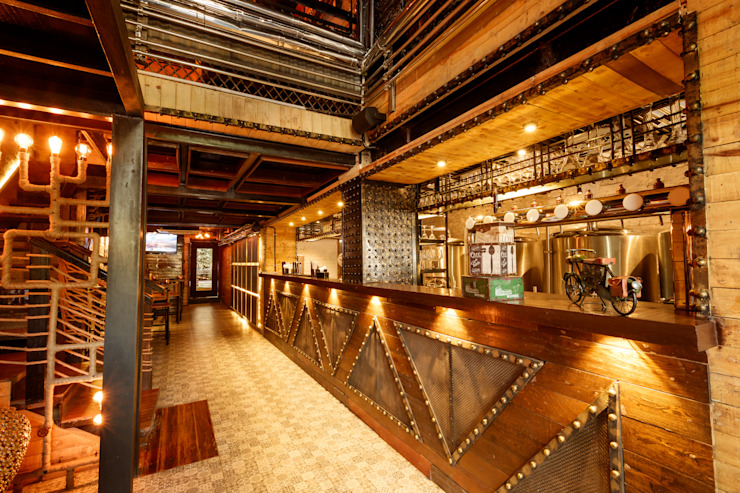 Ministry of Beer, CP Delhi Industrial style bars & clubs by Studio Interiors Infra Height Pvt Ltd Industrial Iron/Steel